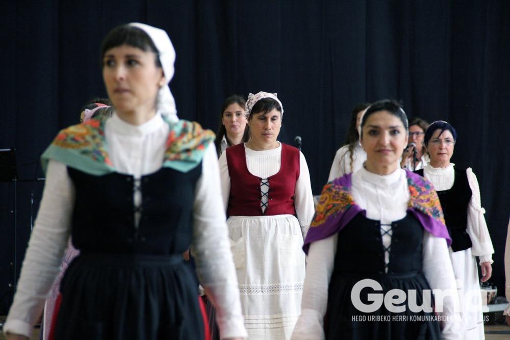 basauri-edurre-dantza-taldea-2017-60-urte-14
