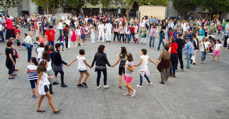 basauri euskal dantzak 2013