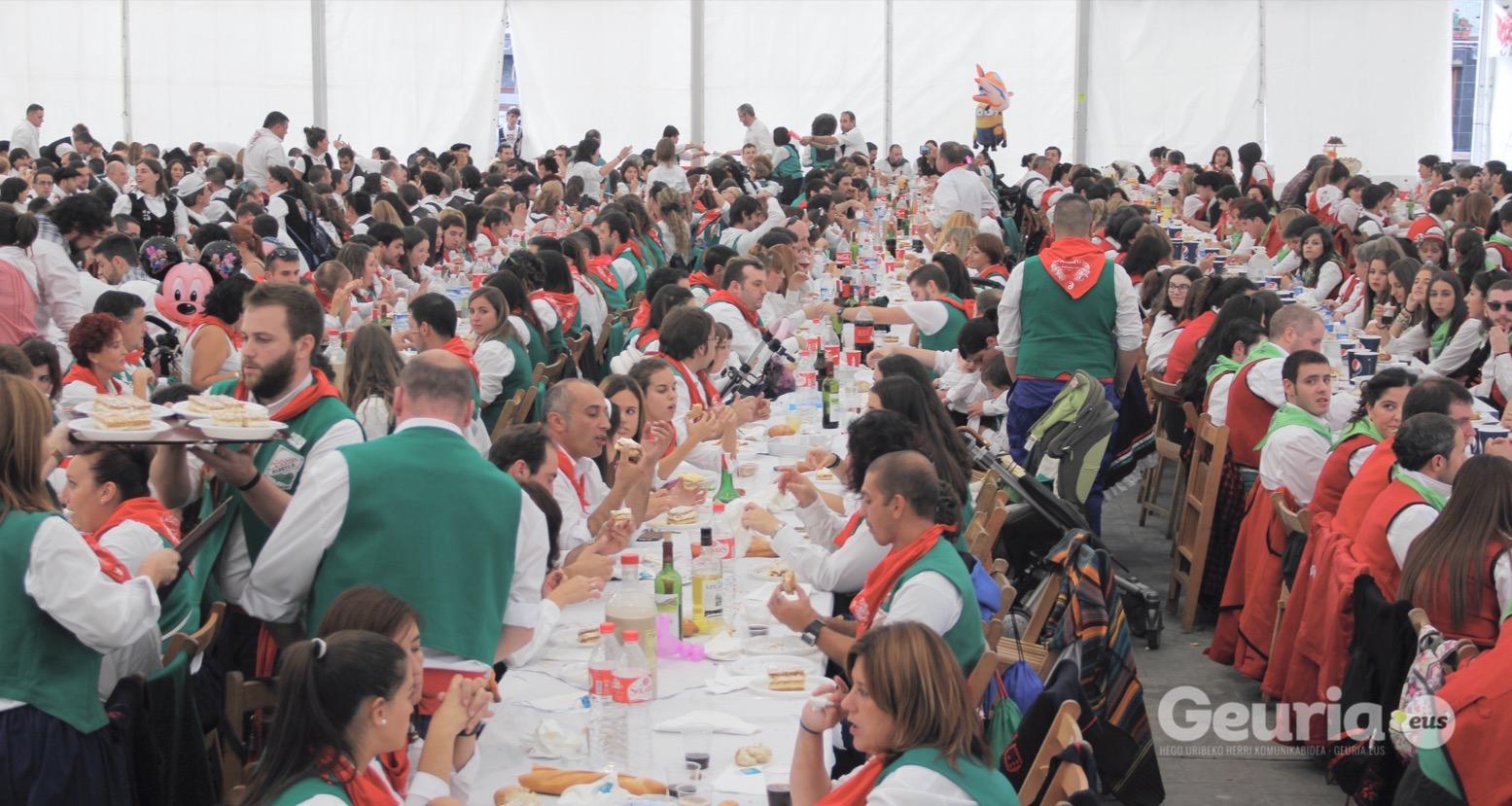 basauri_san_fausto_2015_comida_cuadrilla_2